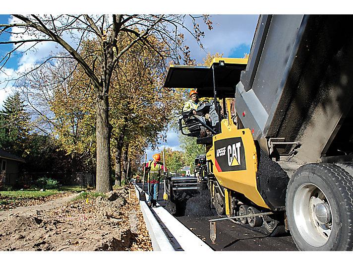 Caterpillar machinery construction agircultre building lifting work tool equipment asphalt paver ap555f